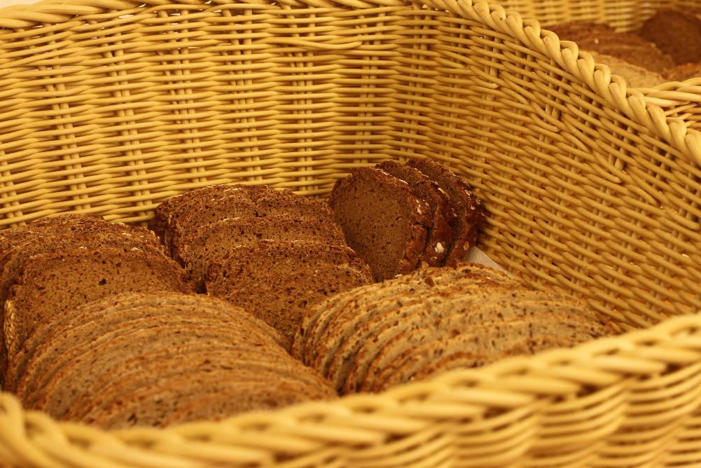 Brotkorb im Speisesaal