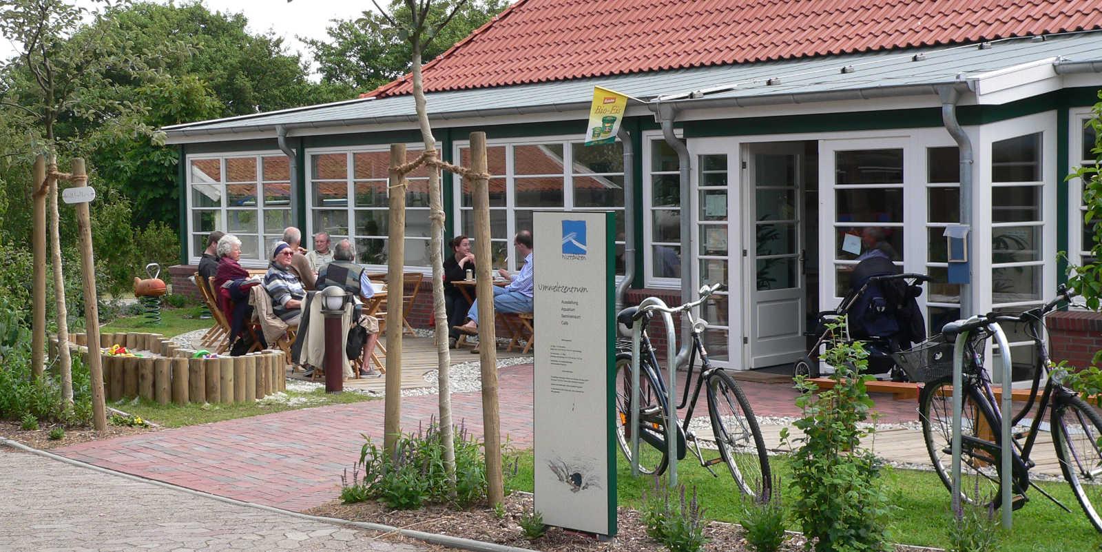 Außenansicht Nationalpark-Haus Wittbülten mit Café
