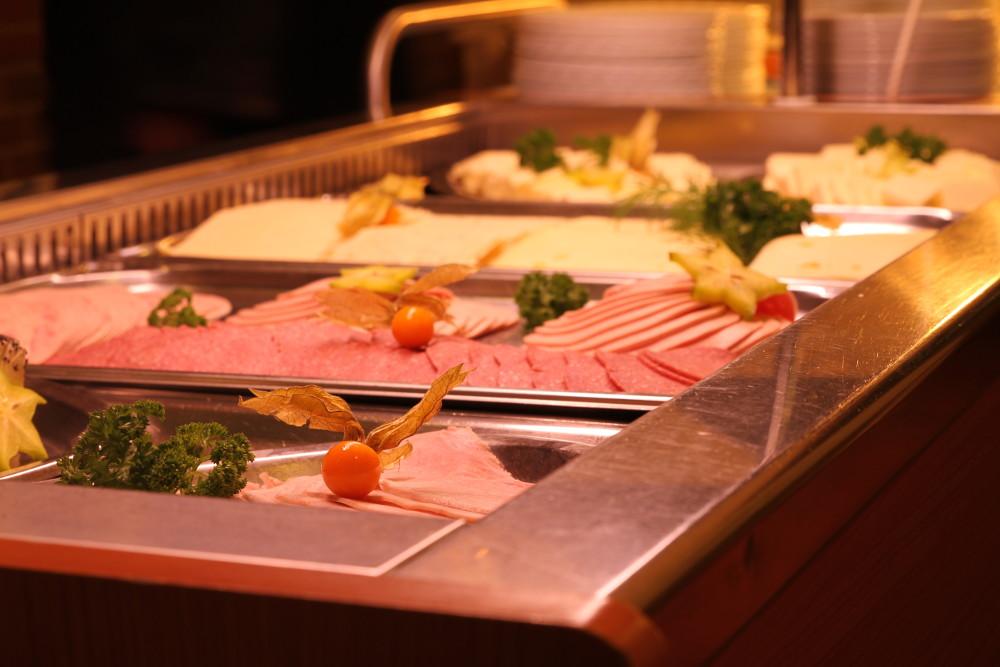 Buffet im Speisesaal